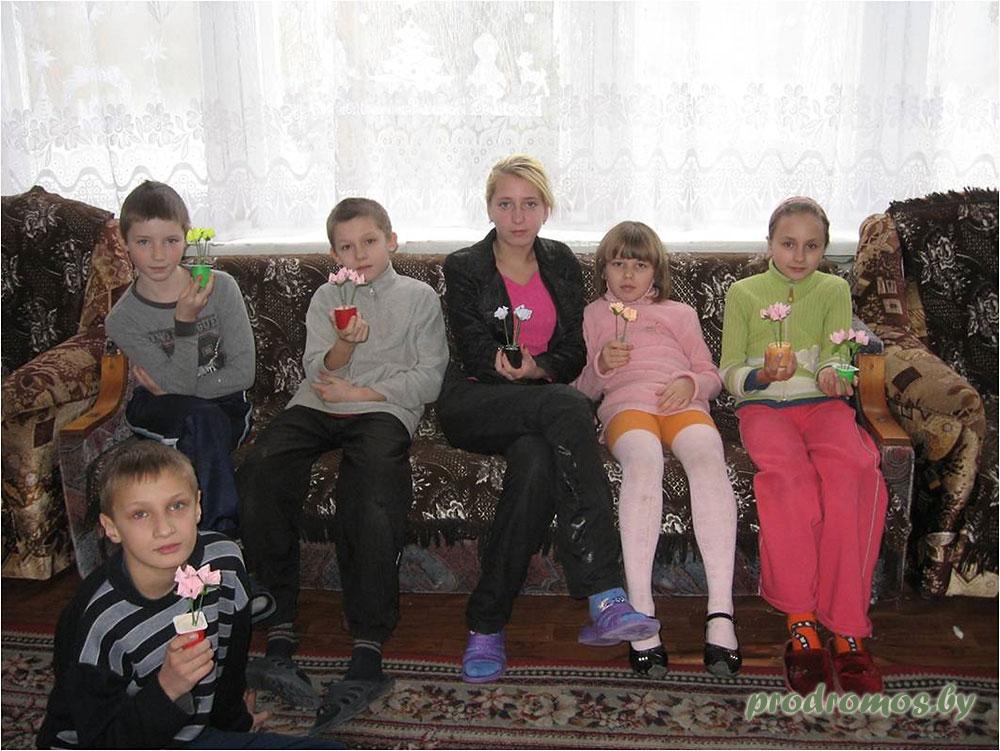 2011-01-16-изготовление-поделок-в-приюте-2