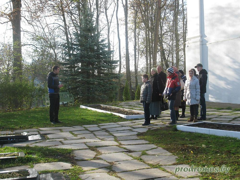 Кладбище-за-Крестовоздвиженским-храмом