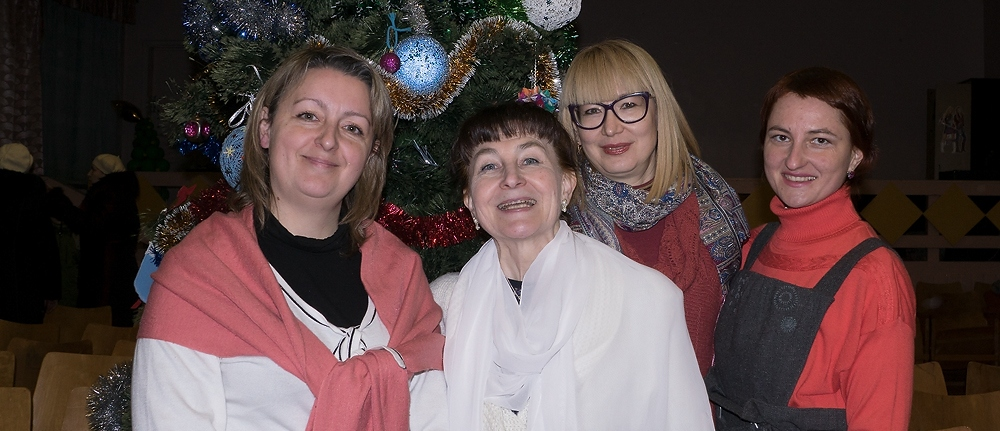 Рождественское представление 2017 Рождественский утренник 2017 состоялся! Несмотря на январские морозы за окном, тепло и радость детских сердец и улыбки взрослых превратили этот вечер в настоящий волшебный праздник! Подробнее