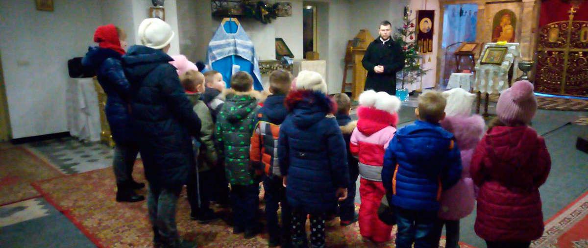 Дети учатся в храмеПодробнее